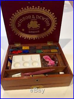 Antique Windsor Newton artist watercolor paint box in good condition